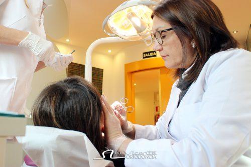 doctora M Angeles De Vicente ortodoncista en su clinica especialista en ortodoncia en Granada
