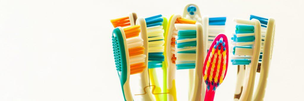 cepillos de dientes e higiene bucal necesarias para un eficiente tratamiento de ortodoncia según la doctora De Vicente Ortodoncia en Granada