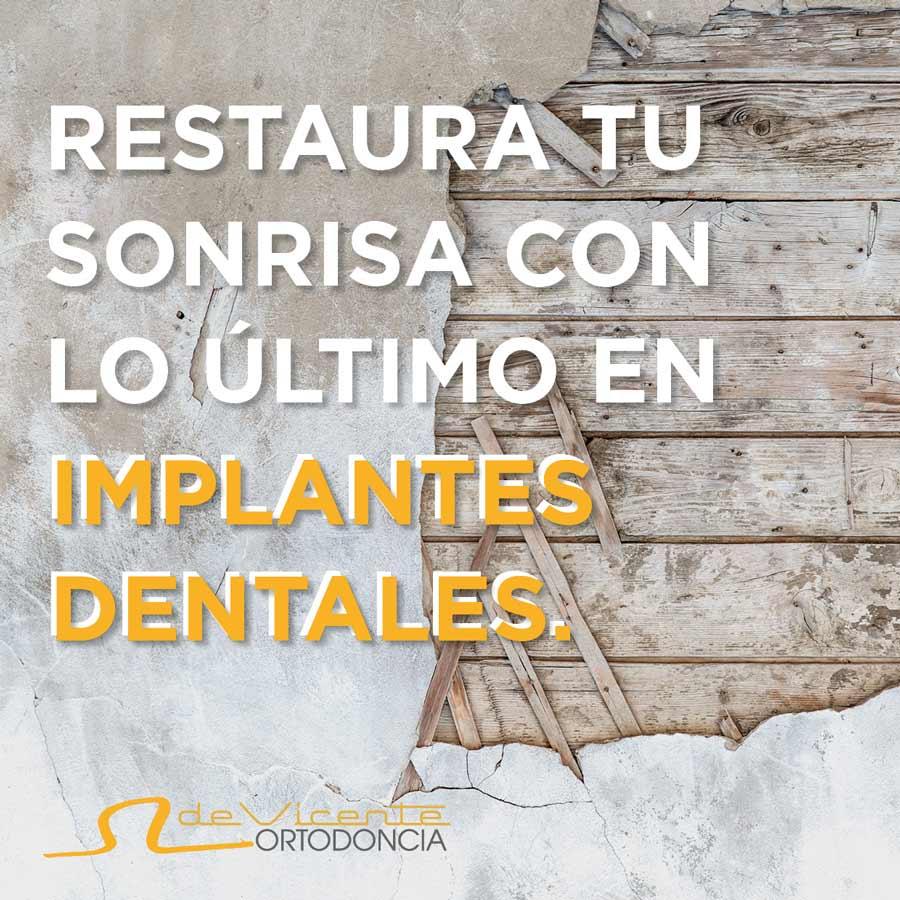metáfora visual de dientes dañados cuya solución son los implantes dentales