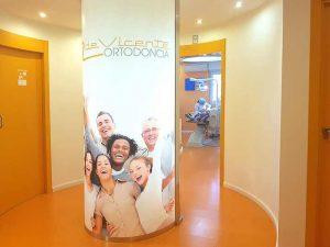 clínica dental especializada en ortodoncia y estética dental en calle san Antón de Granada