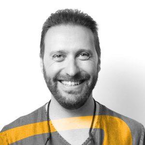 doctor Javier Manzano especialista en cirugía dental para nuestra clínica dental De Vicente Ortodoncia